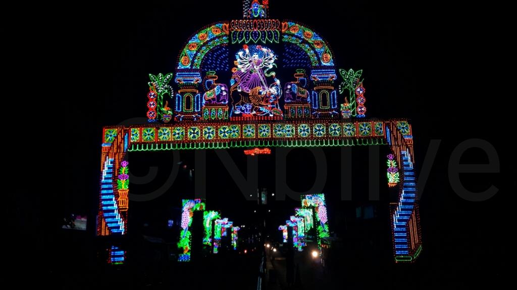 Photo of প্যান্ডেলে প্যান্ডেলে আলোকসজ্জ্বা,  তৃতীয়া থেকেই পূজার আমেজ রায়গঞ্জে, দেখুন ছবি।