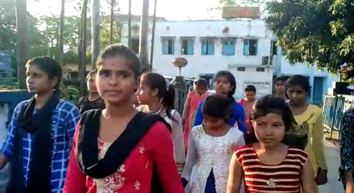 Photo of দাড়িভিট কান্ডে নয়া মোড়, থানায় শ্লীলতাহানির অভিযোগ দায়ের ছাত্রীর