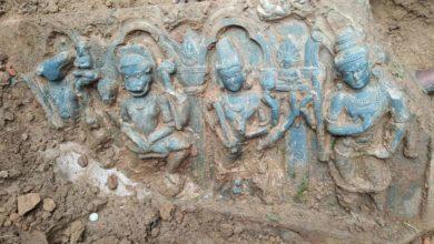 Photo of মাটির নীচ থেকে উঠে এলো  পাথরের কৃষ্ণ মূর্তি