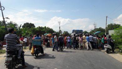 Photo of বেহাল রাস্তা, মেরামতের দাবিতে জাতীয় সড়ক অবরোধ রায়গঞ্জে