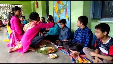 Photo of মূক, বধির, অনাথ বাদ গেল না কেউ, রায়গঞ্জে ভাইদের জন্য মঙ্গল কামনা বোনদের