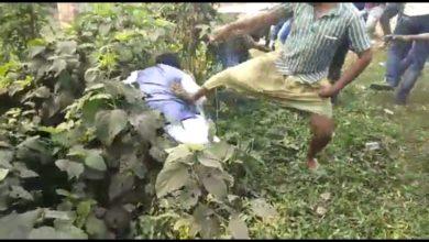 Photo of লাথি খেয়ে জঙ্গলাকীর্ণ গর্তে পড়লেন করিমপুরের বিজেপি প্রার্থী জয়প্রকাশ