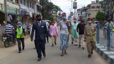 Photo of রায়গঞ্জে চোর-পুলিশের জীবন্ত মডেল নিয়ে রেশন দুর্নীতির প্রতিবাদ মিছিল বিজেপির