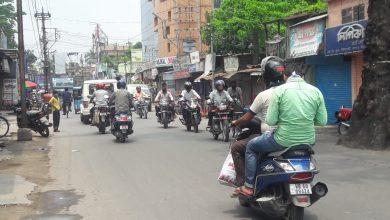 Photo of সরকারি ছাড়পত্রের আগেই প্রায় স্বাভাবিক রায়গঞ্জ ও ইটাহার, দোকানে মানুষের ভিড়