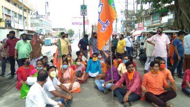Photo of বিদ্যুৎ বিল মুকুবের দাবিতে রায়গঞ্জে পথ অবরোধ বিজেপির, বনধের হুঁশিয়ারি