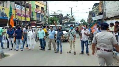 Photo of রায়গঞ্জে যুব বিজেপির পথ অবরোধ