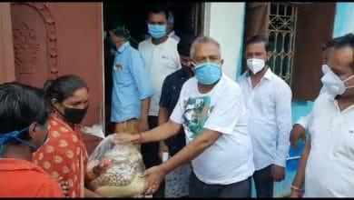 Photo of রায়গঞ্জে কুলিক প্লাবিত এলাকায় দুর্গতদের ত্রান দিলেন ওয়ার্ড কাউন্সিলর
