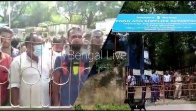 Photo of রেশন ডিলারের বিরুদ্ধে দুর্নীতির অভিযোগ, গ্রামবাসীদের বিক্ষোভ রায়গঞ্জে