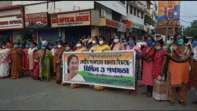 Photo of কেন্দ্রের বিরুদ্ধে বঞ্চনার প্রতিবাদে তৃণমূলের বিক্ষোভ রায়গঞ্জে