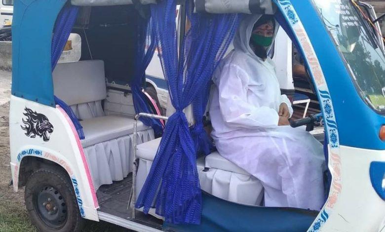 lady toto driver of siliguri becomes COVID WARRIOR